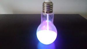 光る電球ソーダの容器